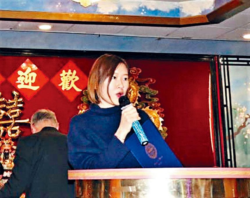 徐丹晨代表馬丁華殊在安良工商會春宴中致詞。