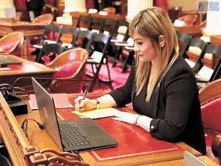 華裔加州參議員張玲齡,推動法案對抗網路犯罪。張玲齡辦公室提供