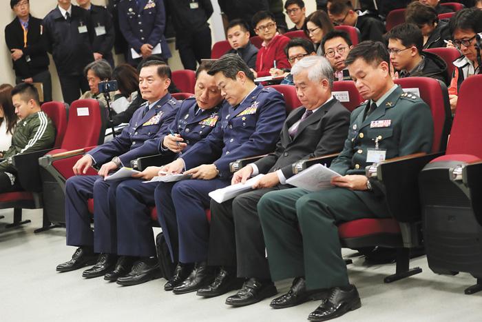 早前有媒體報導「66架F-16V 美開天價4000億」,台灣的國防部舉辦記者會澄清。中央社資料圖片