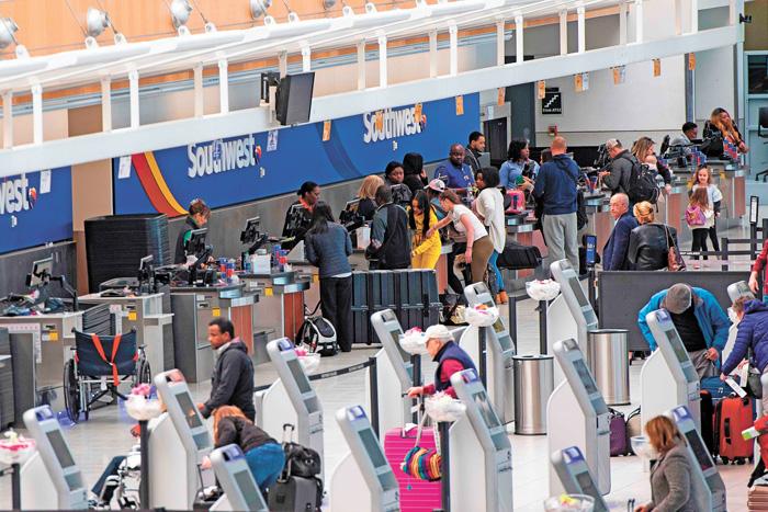 乘客可查詢自己的航班機型。圖為西南航空值機窗口。法新社
