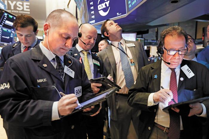 美股14日收市漲跌不一,道指小幅攀升。美聯社