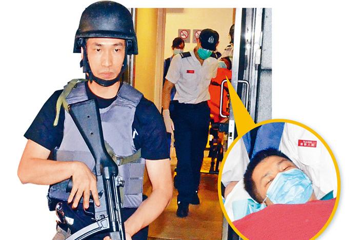 中槍湖南漢(小圖)轉院時,身穿避彈衣的警員荷槍實彈戒備,氣氛緊張。李子平攝
