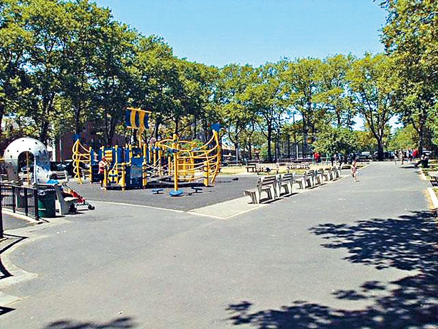 布碌崙華人區缺乏兒童遊樂設施。 紐約市園林局