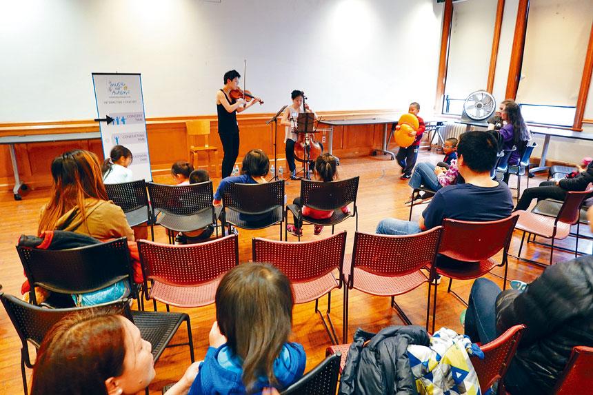 來自阿格斯四重奏(Argus Quartet)的兩名亞裔琴手為在場約三十位家長及兒童帶來一場長達40分鐘的演奏會。