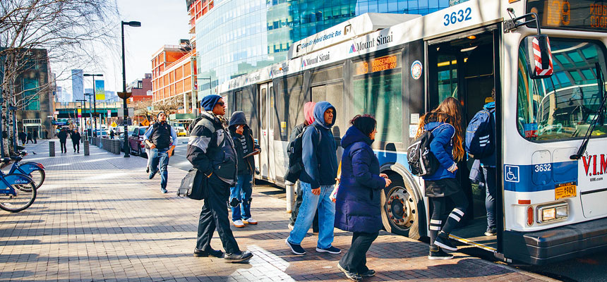 大都會捷運局指出,地鐵及巴士的逃票情況嚴重,導致去年損失2.25億元收入。Holly Pickett/紐約時報