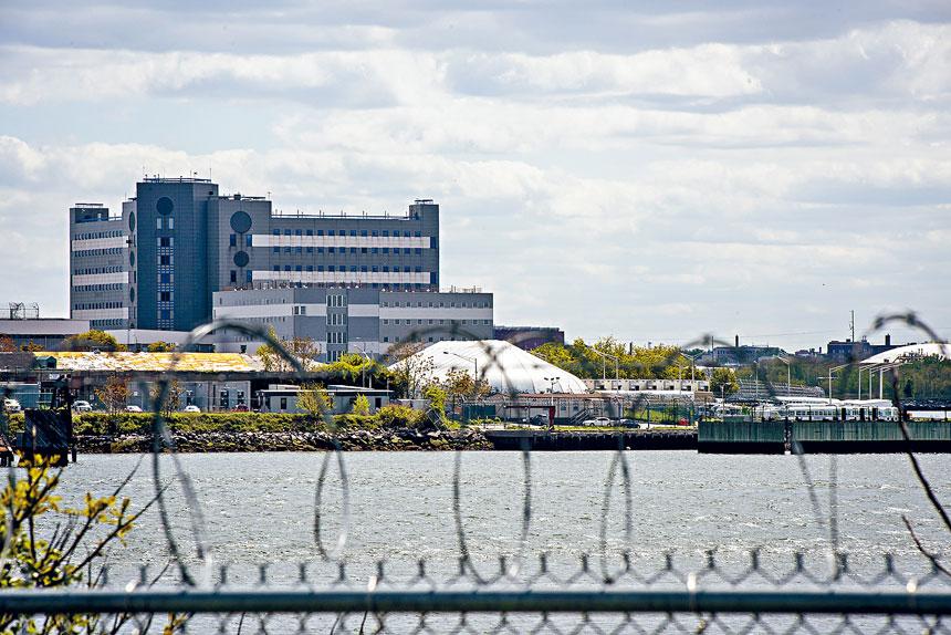 阮雲斯頓兩個月內第二次致電電台,向白思豪表達雷克斯島監獄的囚犯權益。Johnny Milano/紐約時報