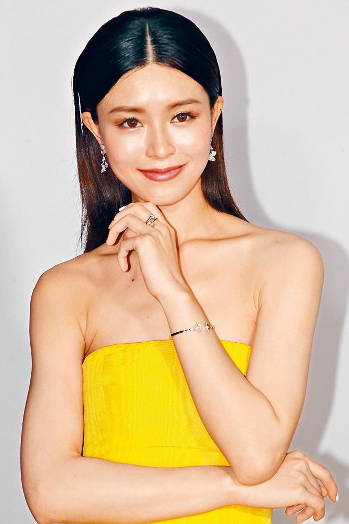 ■準新娘Janice Man鮮黃晚裝配BVLGARI珠寶,艷光四射。
