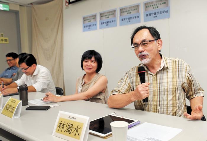 民進黨大老林濁水(右)關心此次初選,認為蔡英文有初選恐懼症。資料圖片