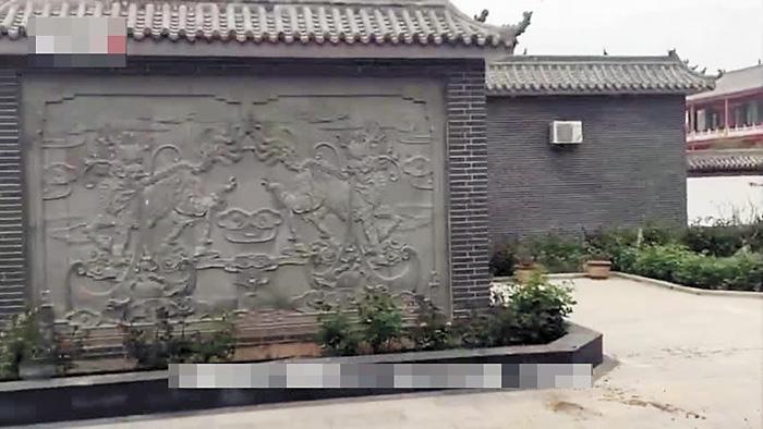 在袁府二門處,正中有一個影壁。