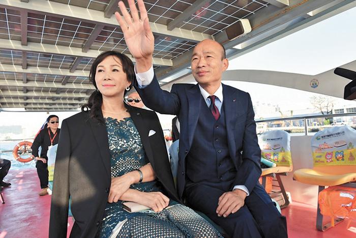 李佳芬(左)說,她覺得韓國瑜(右)就是一個對人、做事情都很磊落的人。資料圖片