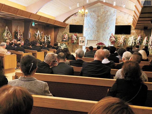 謝漢屏的追思會和喪禮周日舉行,約80名謝漢屏生前親友出席。記者羅雅元攝