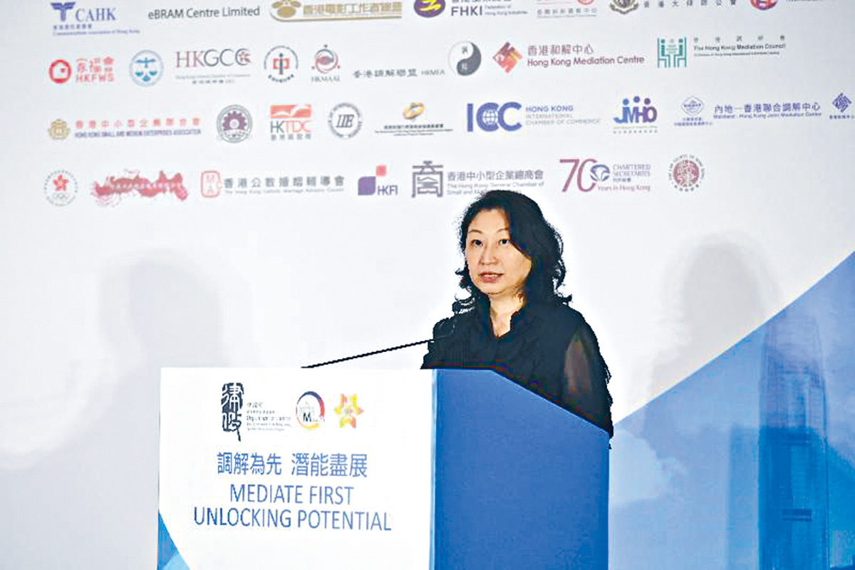 律政司司長鄭若驊二十四日出席「調解為先」承諾書記者會。