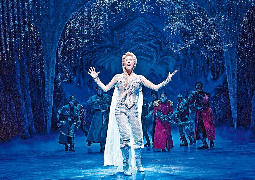 「冰雪奇緣」中的主題曲Let it go由於太流行,現場嚴禁觀眾及小朋友同唱,可謂百老滙奇聞。