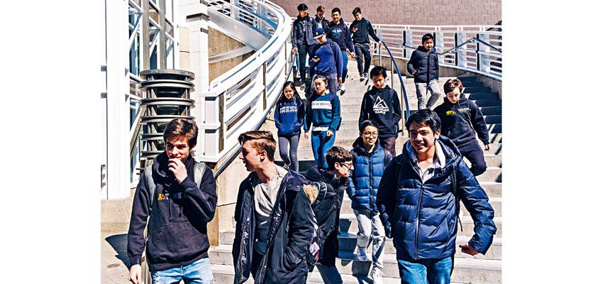 目前特殊高中學生以亞裔及白人為主。Christopher Lee/紐約時報