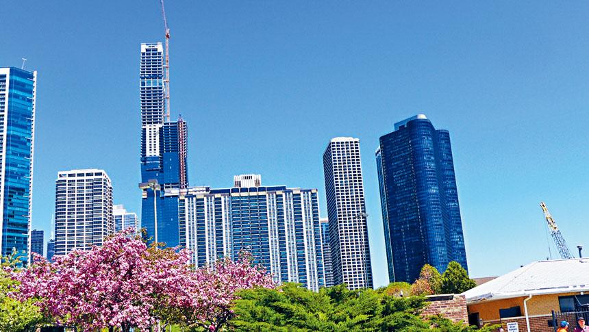 芝加哥是個充滿藝術性美麗的大都會,市長羅麗希望每一個市民都以芝加哥為家。梁敏育攝