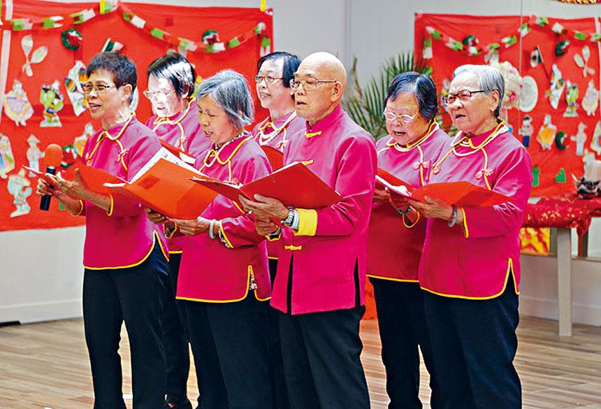 獨樂不如眾樂,來自唐人街的耆老合唱團為大家獻唱。希林協會提供