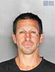 涉案被捕的湯普森。加州公路巡警