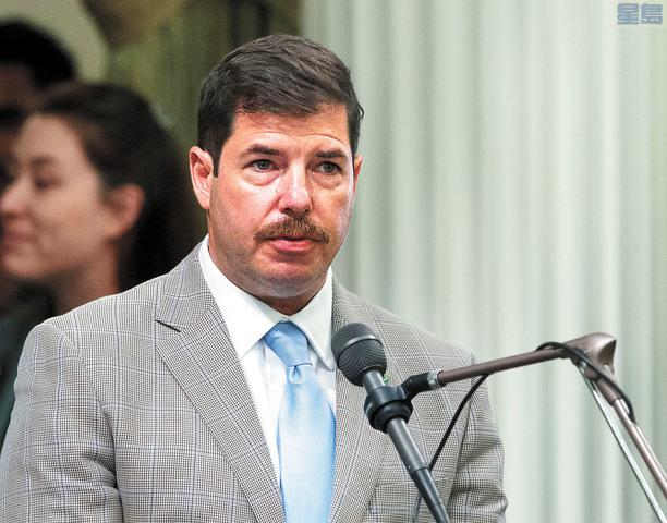州眾議員阿蘭布拉承認曾打女兒屁股。資料圖片