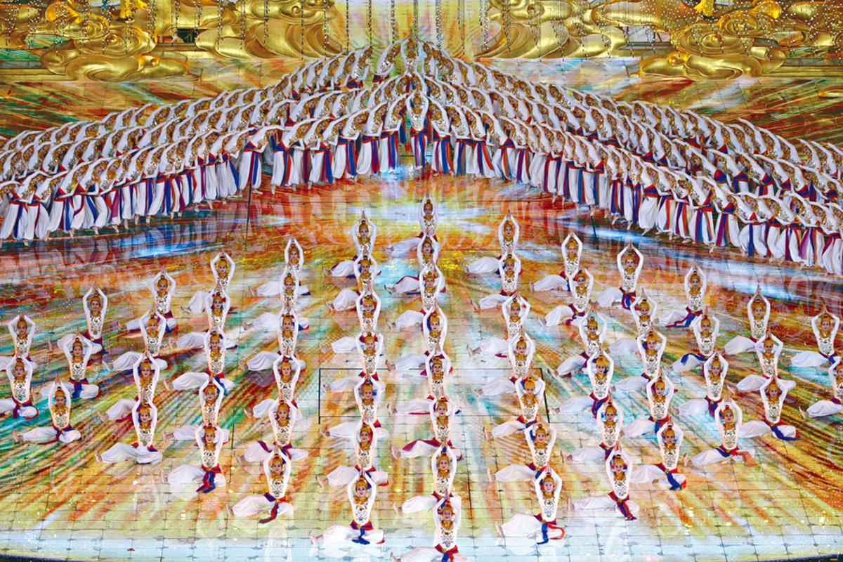 亞洲文化嘉年華活動舉行。圖為手姿舞蹈《絲路綻放》。 新華社