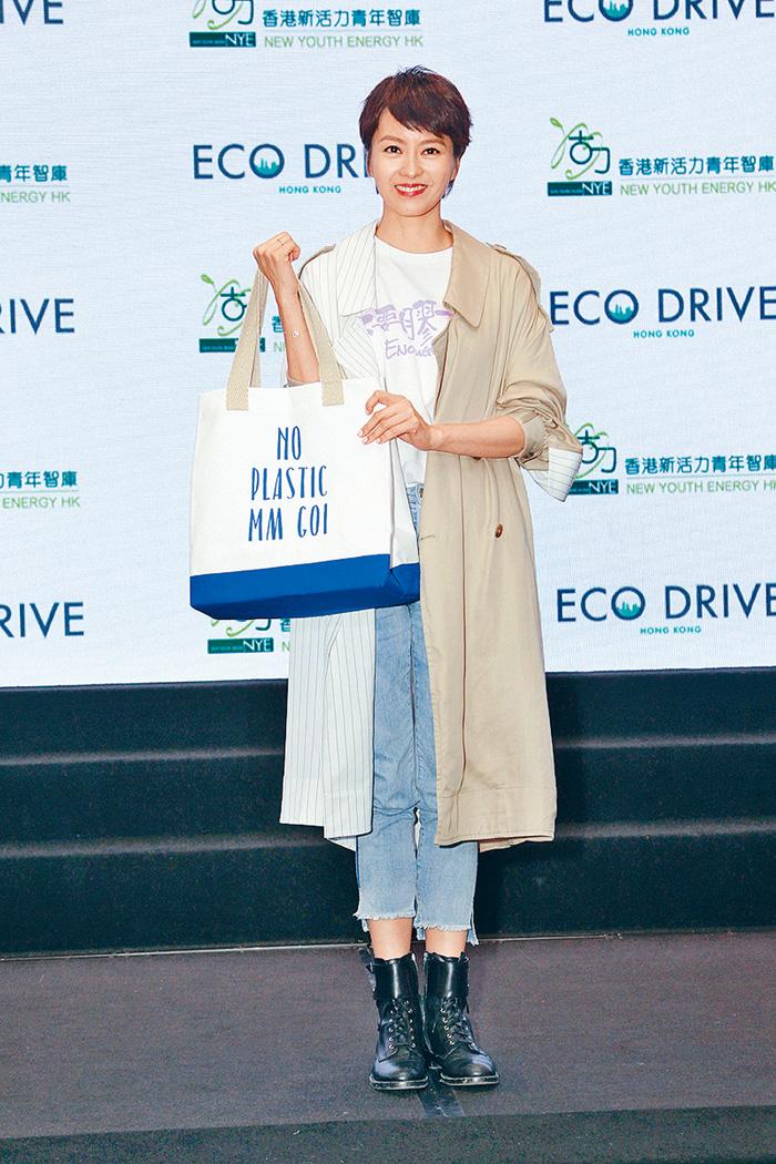 ■女兒會提醒梁詠琪去超市要自備環保袋。