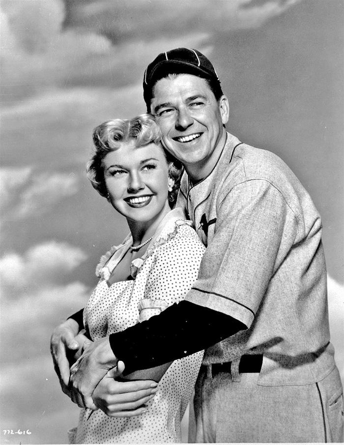 ■桃麗絲於1951年與列根拍攝電影《美國青紅幫》而擦出愛火。