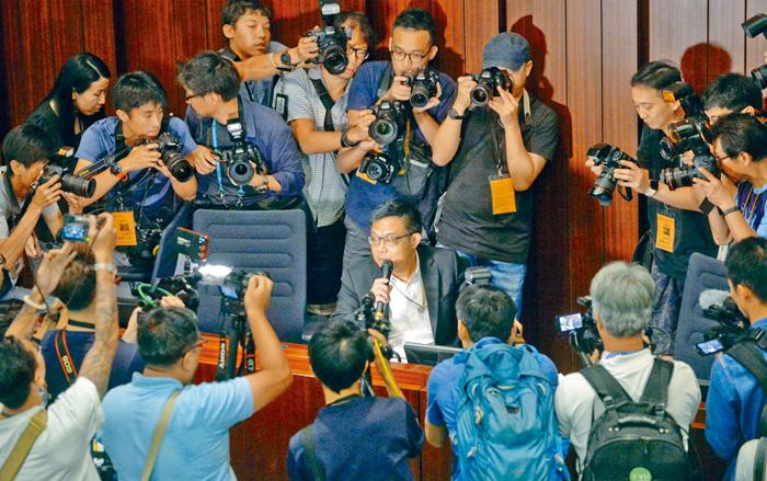 泛民「主席」涂謹申希望和政府及建制派進行三方政治協商會議。