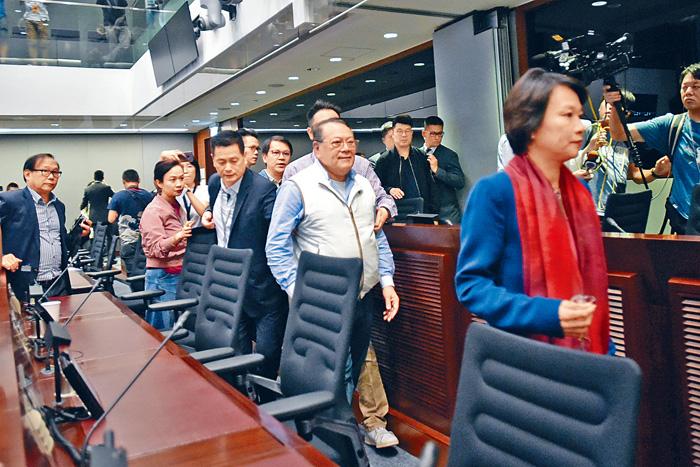 立法會審議修訂《逃犯條例》爆發衝突,最終腰斬收場。梁譽東攝