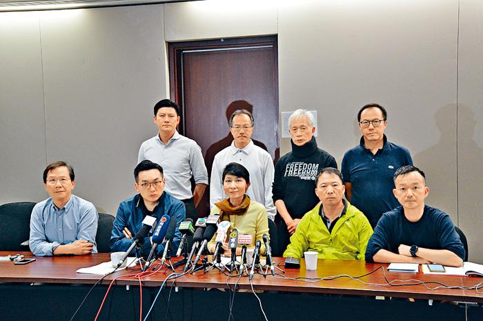 ■民主派議員發聯署聲明,要求陳維安撤回文件。郭顯熙攝