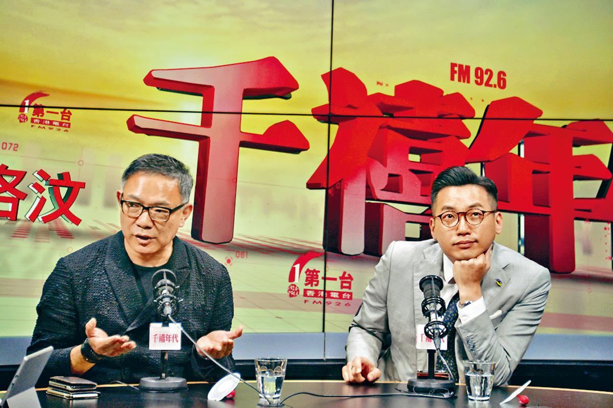 楊岳橋(右)申請將私人草案「直上大會」。盧江球攝