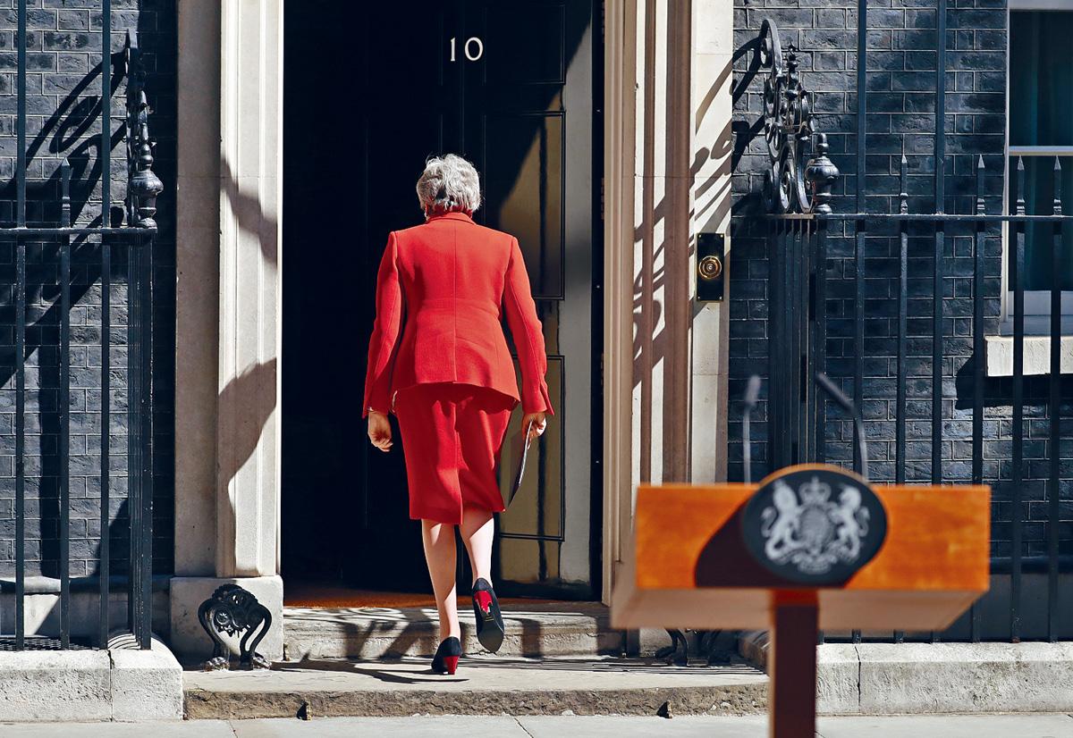 文翠珊發言後轉身進入首相府。 美聯社