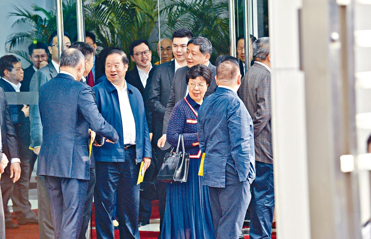 政協委員陳馮富珍(前排右二)亦有出席。 郭顯熙攝