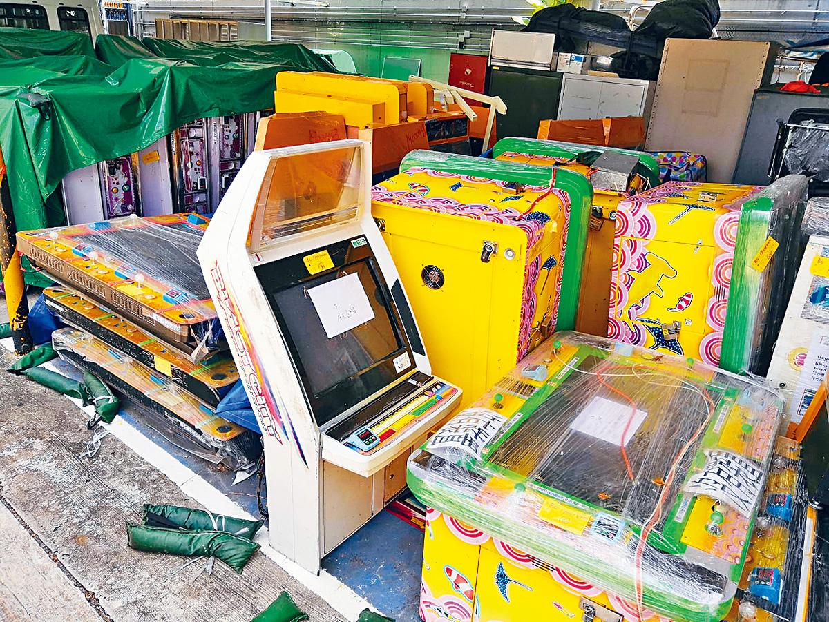 ■警方搜獲大批有賭博成分的遊戲機。