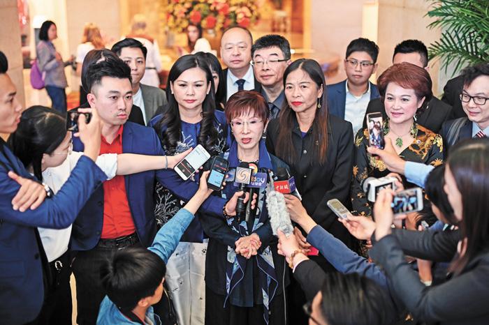 洪秀柱13日在北京接受媒體採訪時表示,兩岸的未來必然會走向統一這條路。中新社
