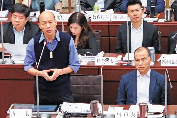 韓國瑜首度鬆口若黨徵召他願參選總統,他並表示如果真的當選總統,他會在高雄上班。中央社