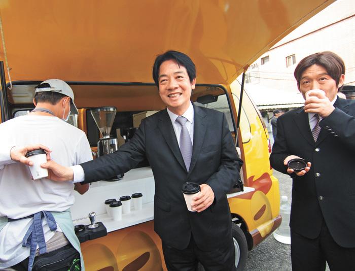 賴清德13日在萬里老家啟動胖卡,未來胖卡將全台巡迴請民眾喝咖啡。中央社