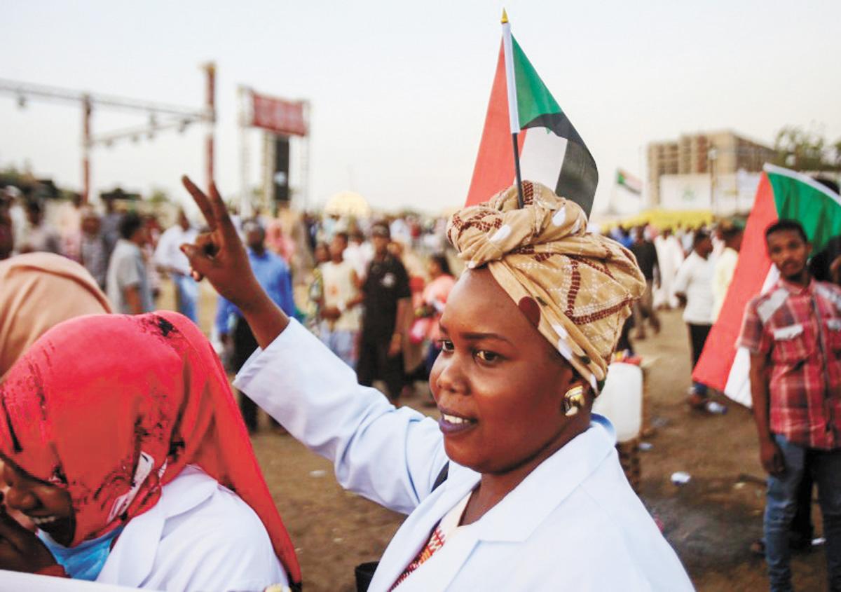 女性抗議者是推翻蘇丹獨裁統治的重要角色。網上圖片