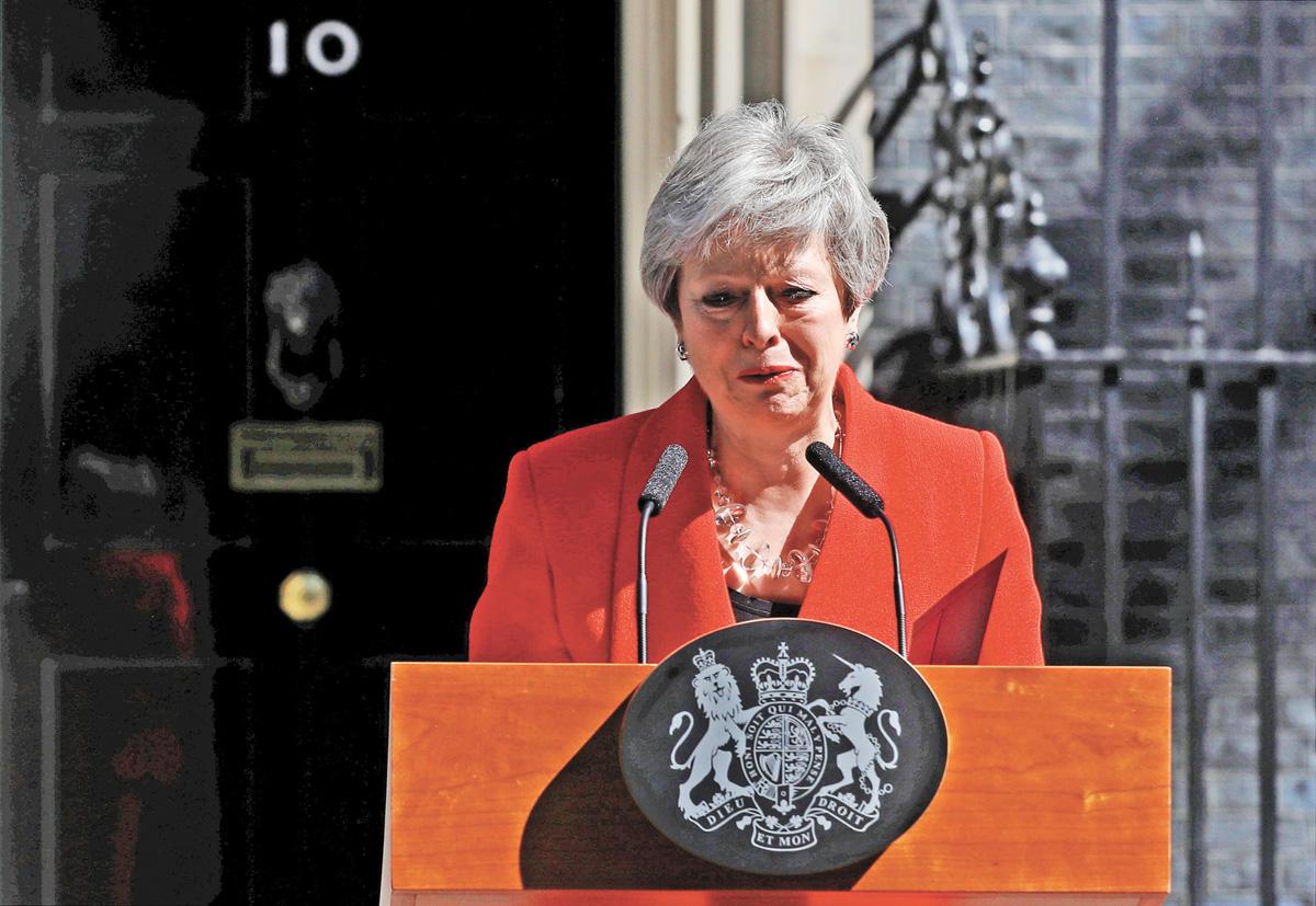 英國首相文翠珊24日在首相府門外宣布辭職。路透社