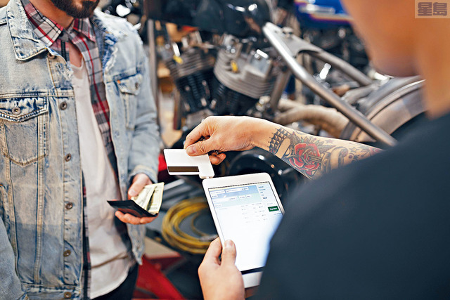 ■紐約聯邦儲備銀行的報告顯示,信用卡拖欠還款正在上升,年輕人的拖欠情況,尤其嚴重。資料圖片