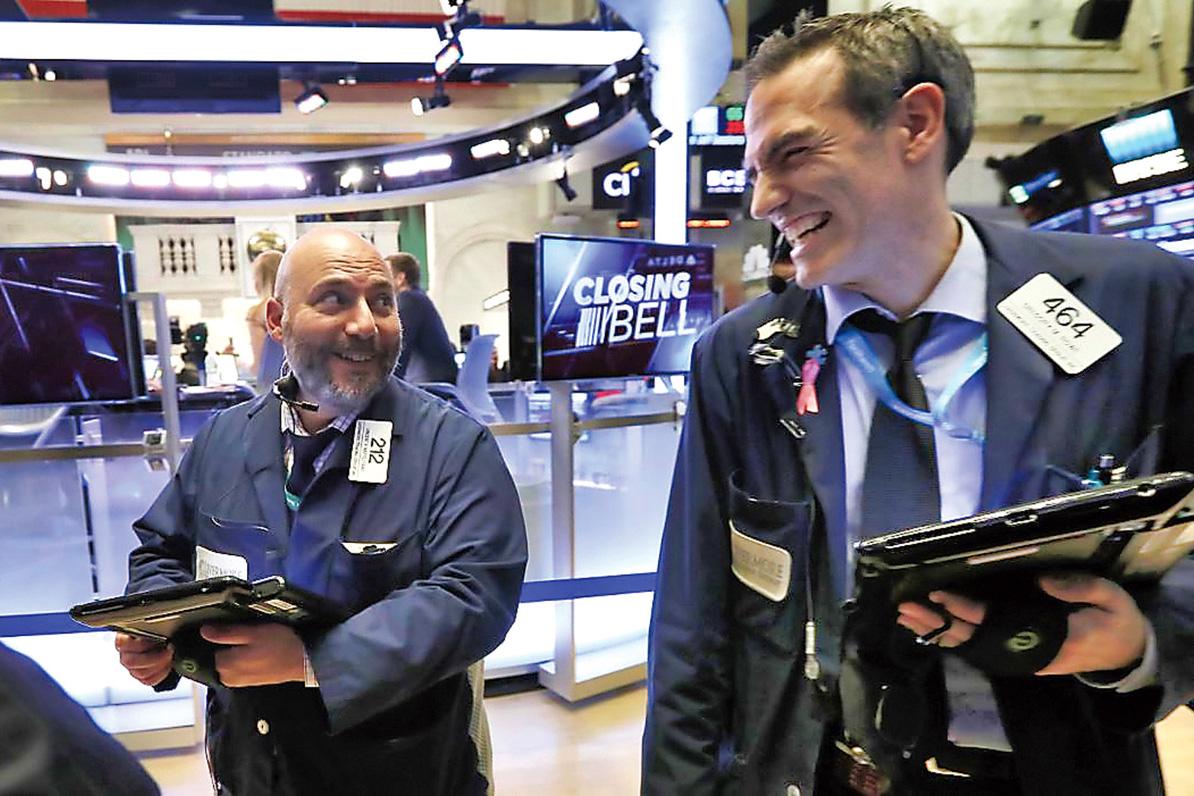 ■加美股市全面報升,交易員笑逐顏開。加通社