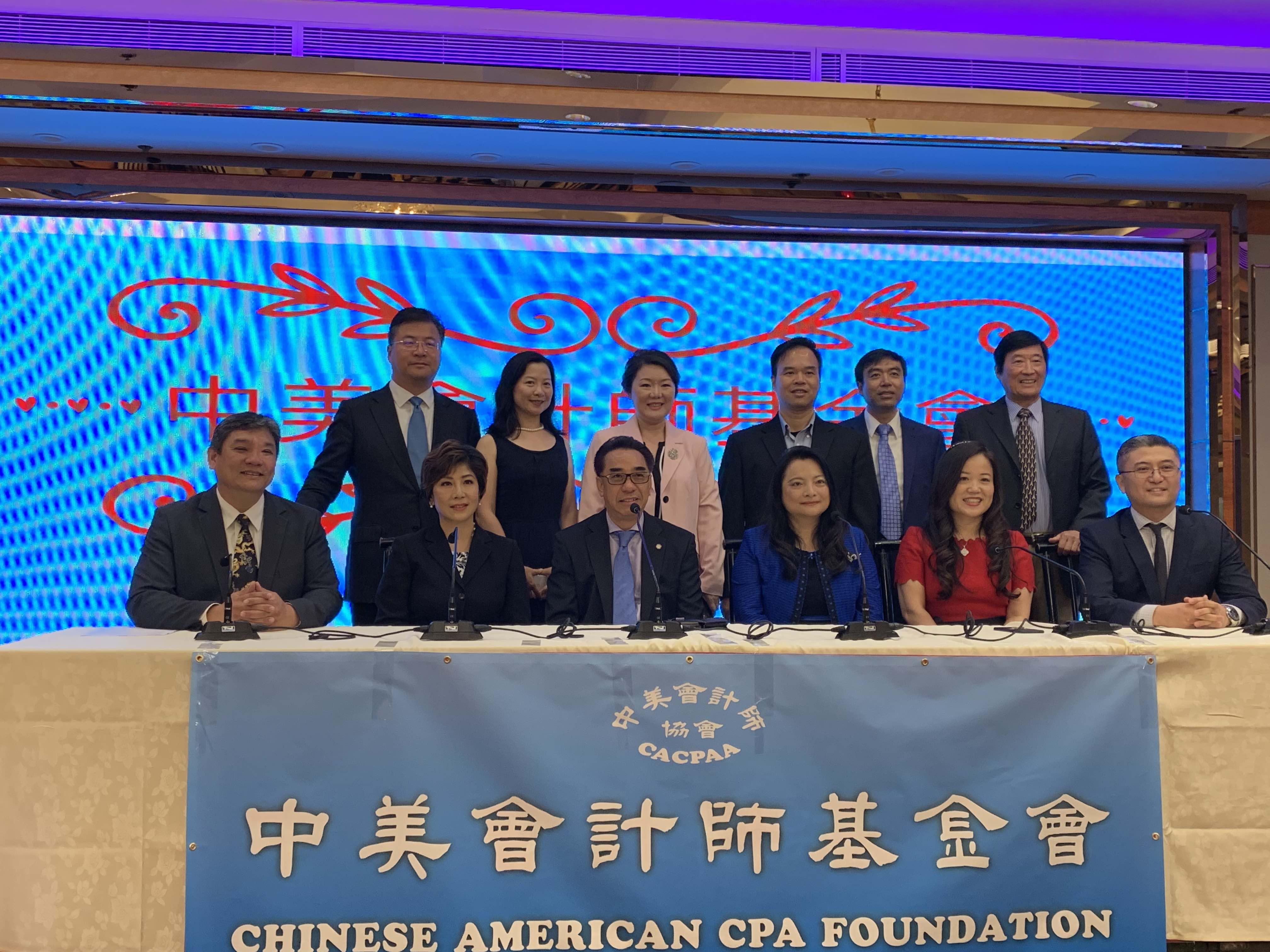 中美會計師協會2019專家博覽會將於6月15日舉行。中美會計師協會會長邱靜(前右三)、創會會長李豪(前左一)、蒙市市議員林達堅(前左三)等出席記者會。記者楊婷攝