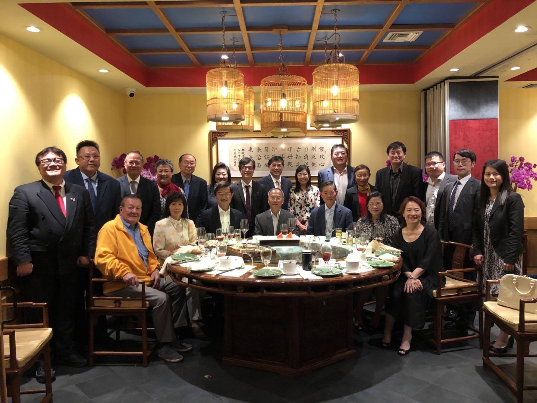 僑務委員會委員長吳新興(前右四)與洛杉磯臺商領袖會面交流。洛僑中心提供