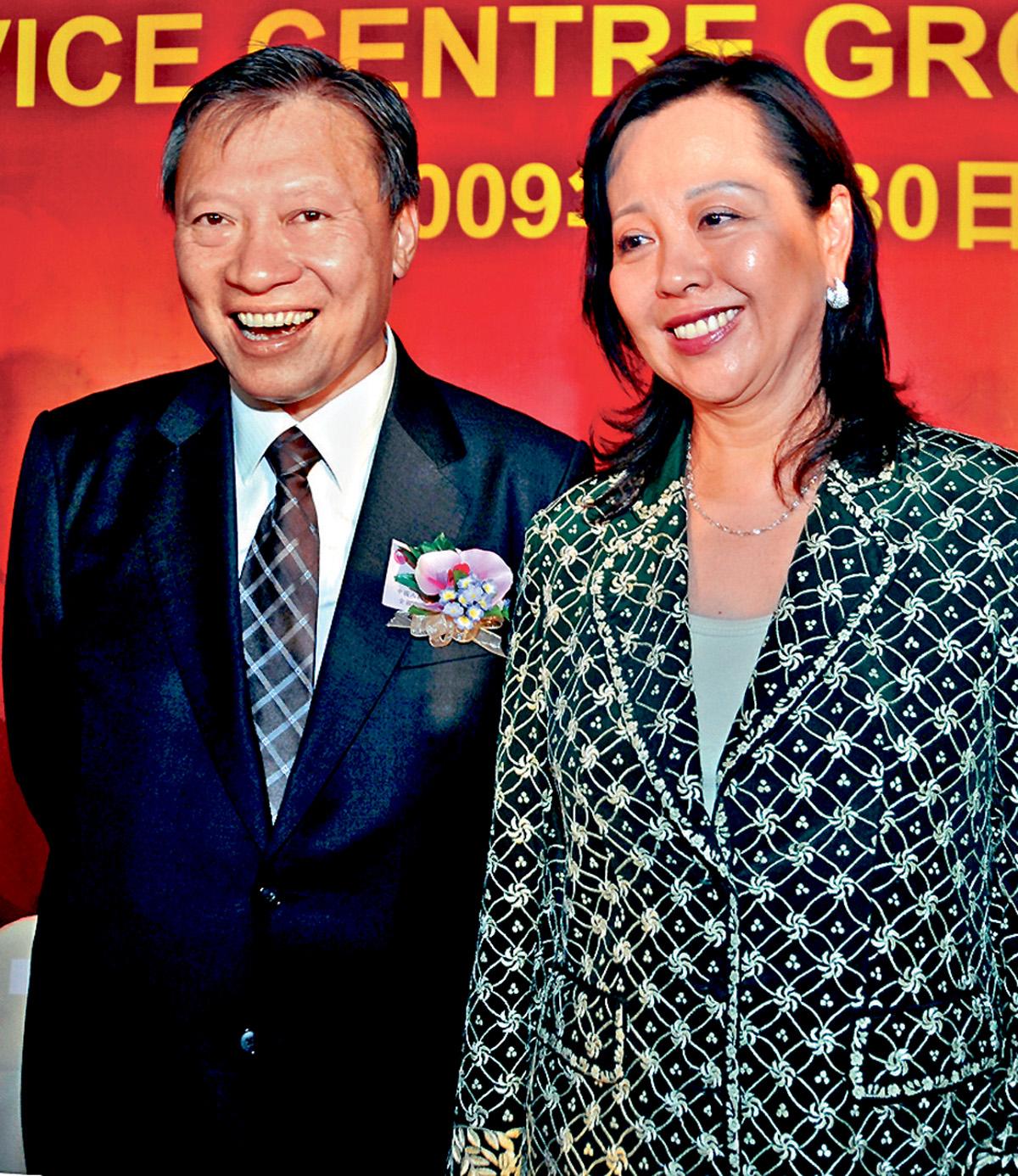 郭炳湘妻子李天穎(右)揭發丈夫死前曾購入陽明山莊一物業。