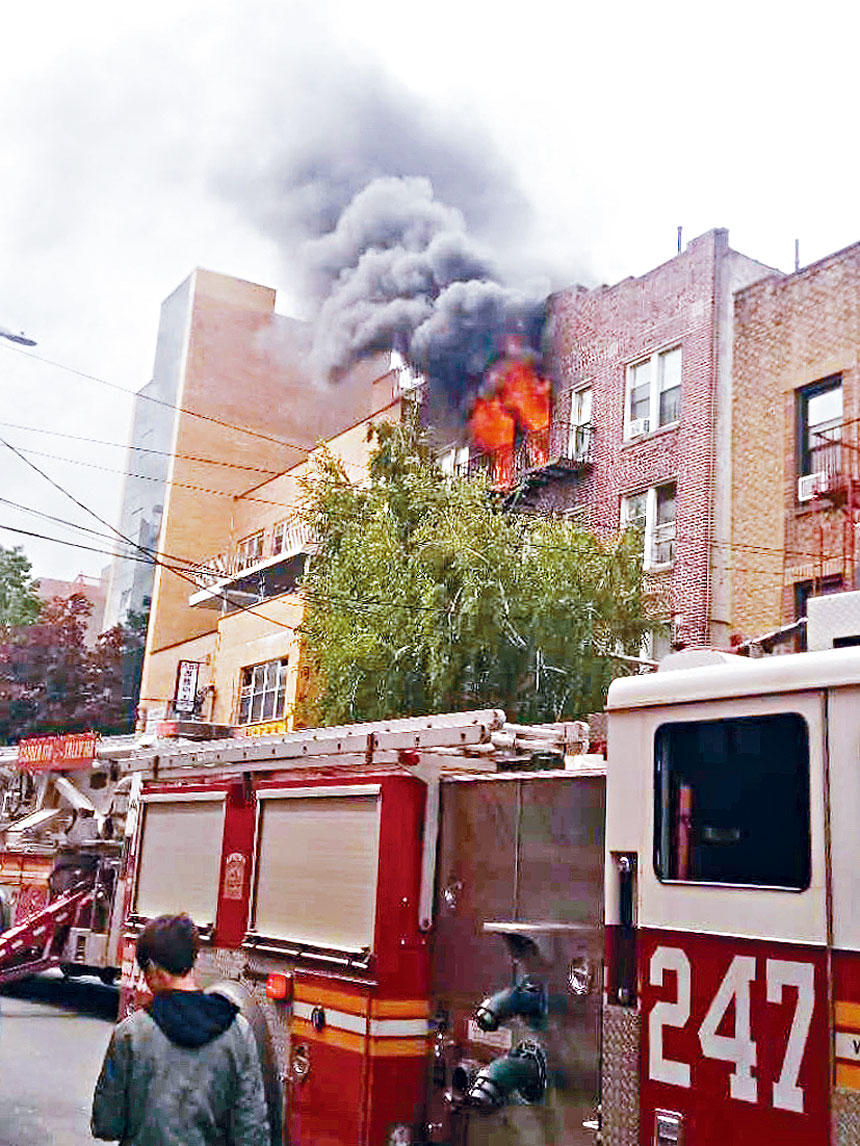 火災火勢凶猛,狀甚嚇人。