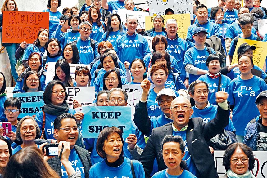 百名華人今年4月30日赴奧本尼示威遊說,反對取消SHSAT考試。資料圖片
