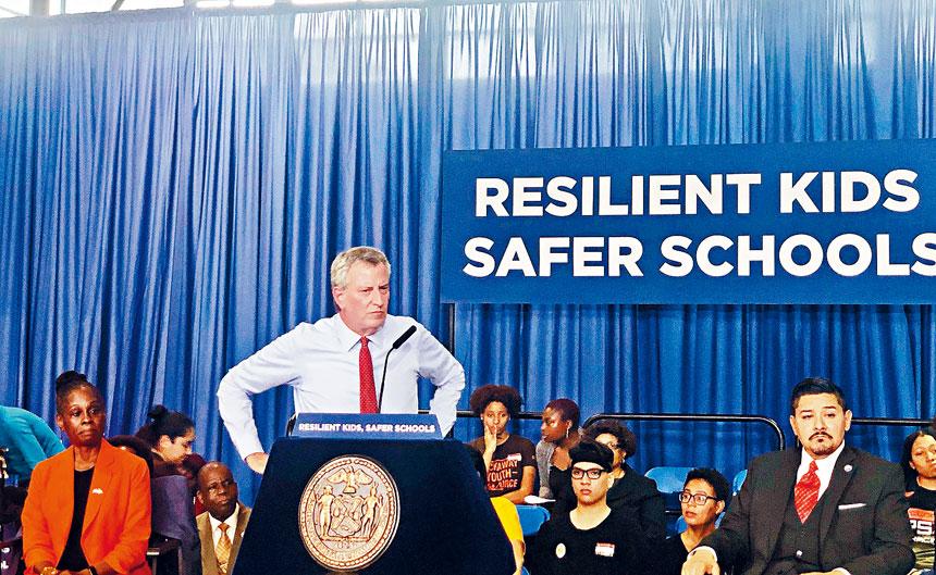 市長及學監昨被追問對州議會SHSAT法案的看法。