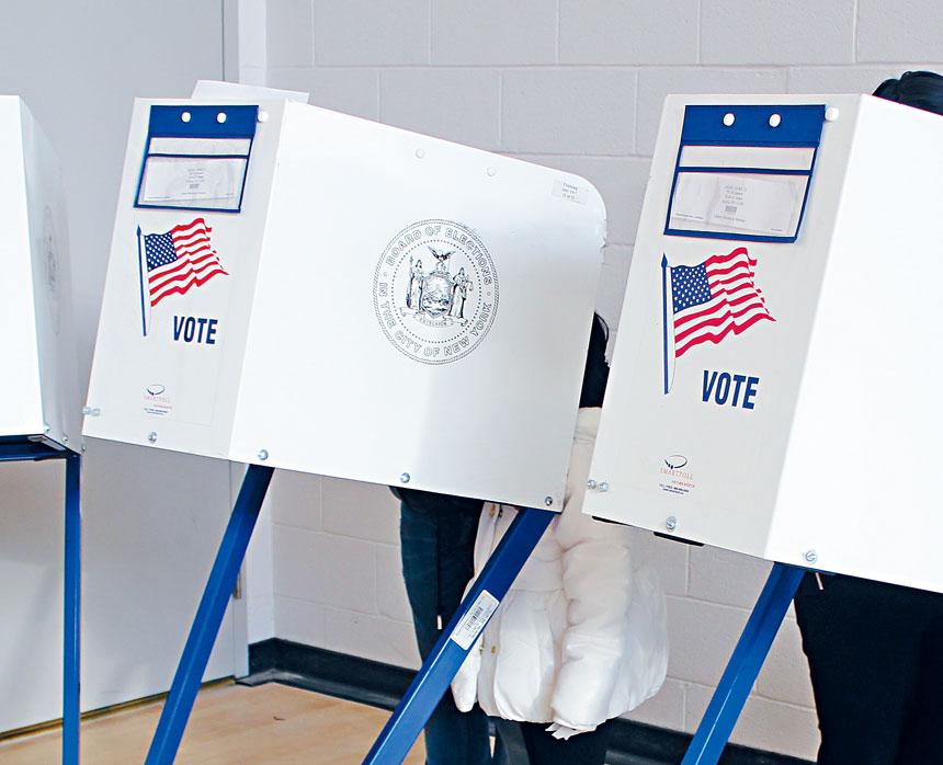 紐約市選舉局把皇后區的早期投票站從7個點增加至14個,法拉盛大學點大道夾福勒大道Al Oerter康樂中心等早期投票,有助亞裔投票率上升。