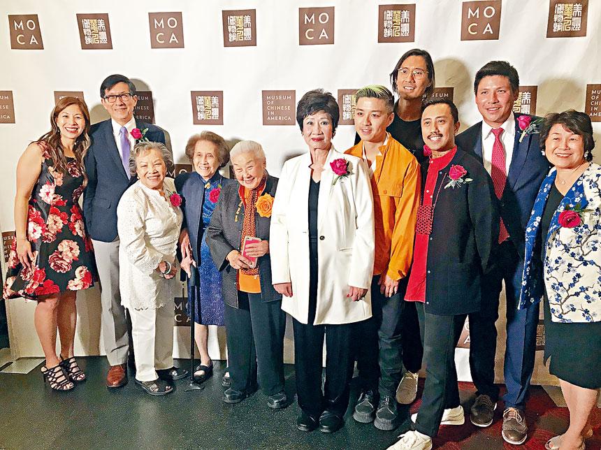 左起:姚南薰、陳作舟、金鷹俱樂部三位元老、林潔輝、Bubble_T三位創始人(右三至右五)。
