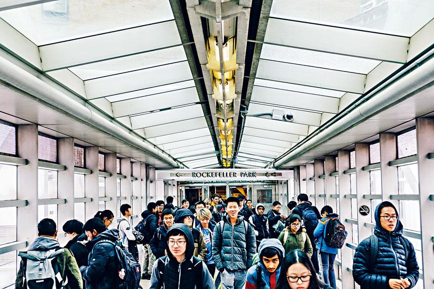 白思豪提出改革特殊高中收生方法,引發社區強烈反對。Christopher Lee/紐約時報