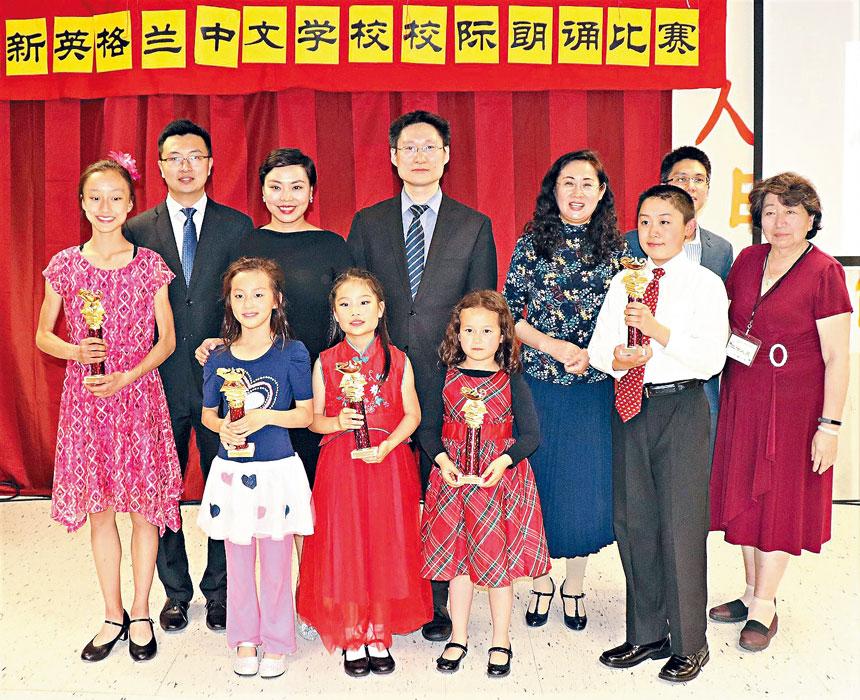 朱家耀(後排左三)、陶凱(後排右一)等嘉賓同獲一等獎選手合影。李强攝
