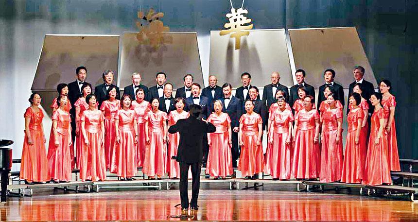 華夏合唱團團體照。